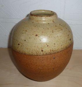 Dan Arbeid, Vase, stoneware with oatmeal glaze