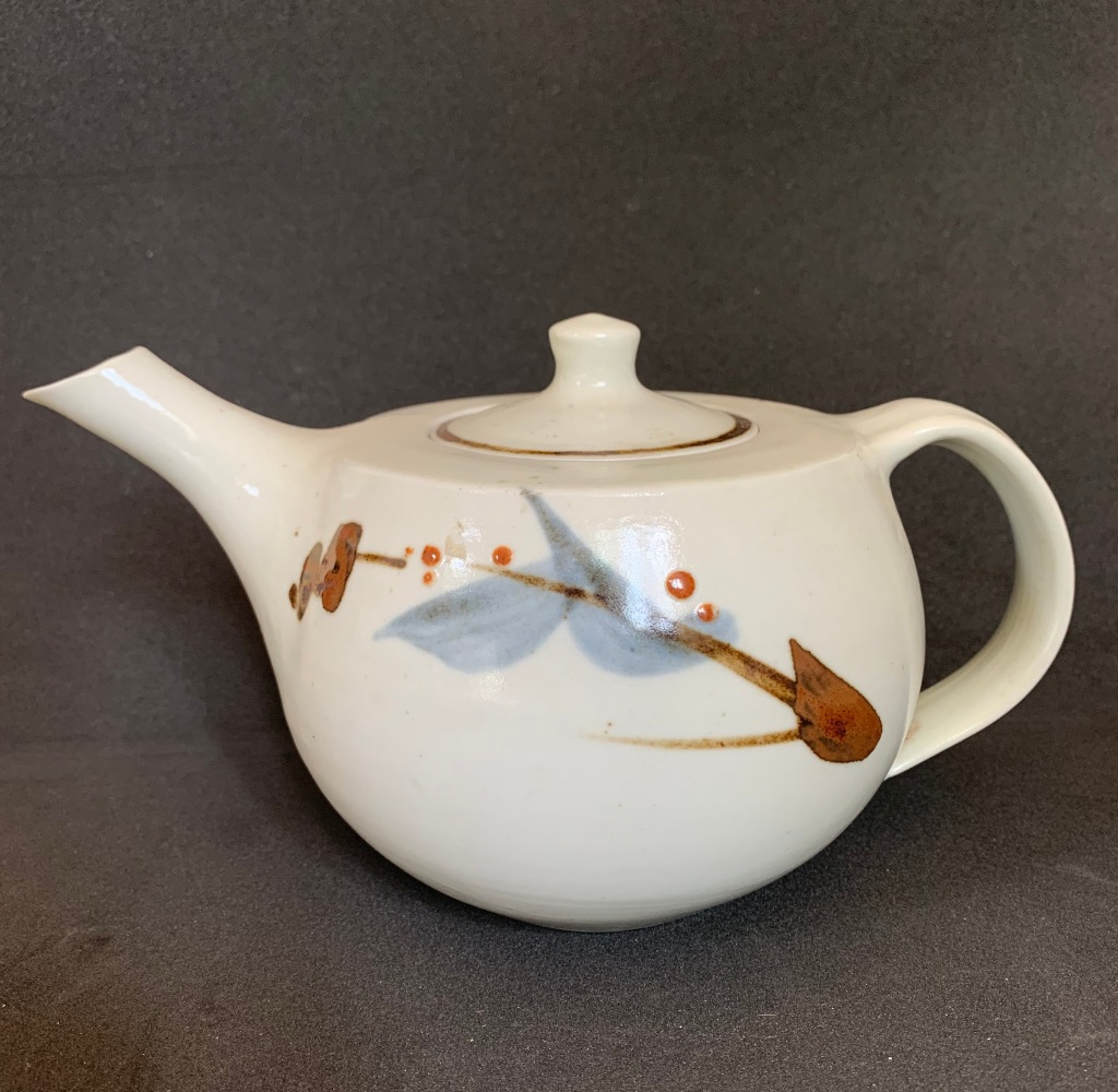 Teapot, porcelain. Geoffrey Whiting, 1987